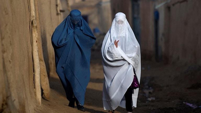 För många afghanska kvinnor är livet fortfarande hårt kringskuret.