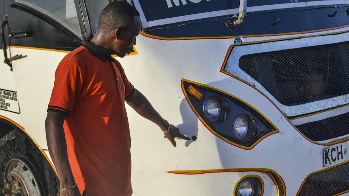Bara för några dagar sedan, den 2 januari 2020, attackerades en bus i Kenya i Lamu. Foto: AP/TT.