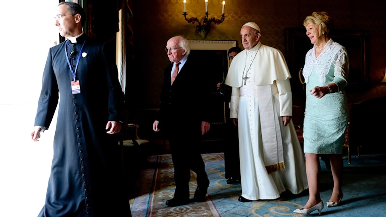 Påven tillsammans med Irlands president och hans fru.