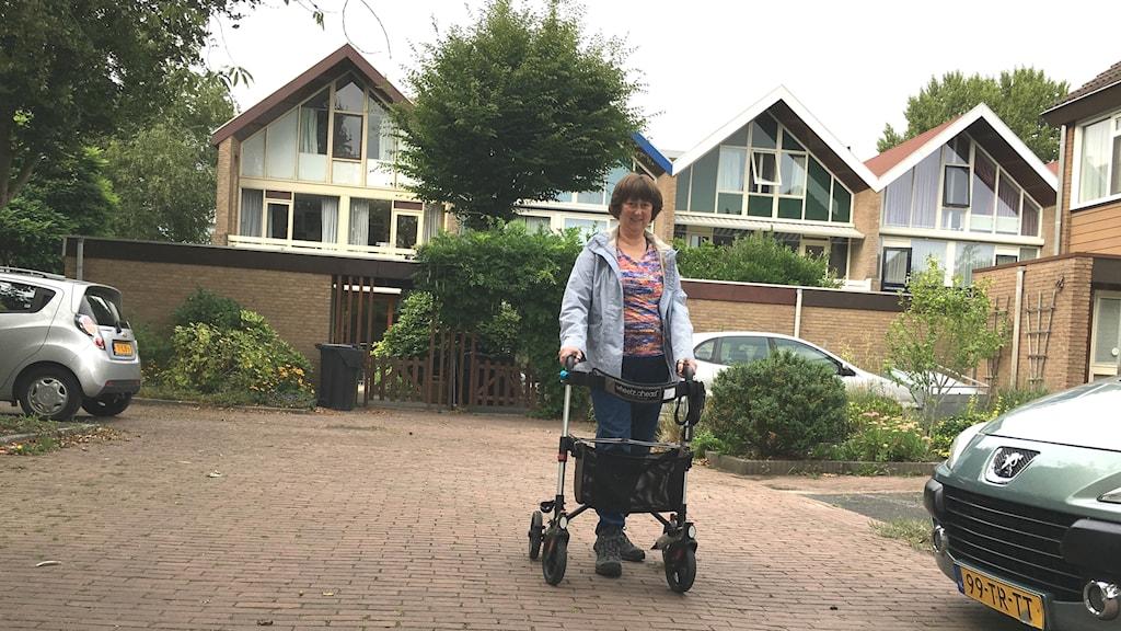 Jag känner mig numer i toppform, säger 61-åriga Anneke de Swart i Voorshoten med typ 2-diabetes och astma som märkt av den nya vårdpengens fördelar.