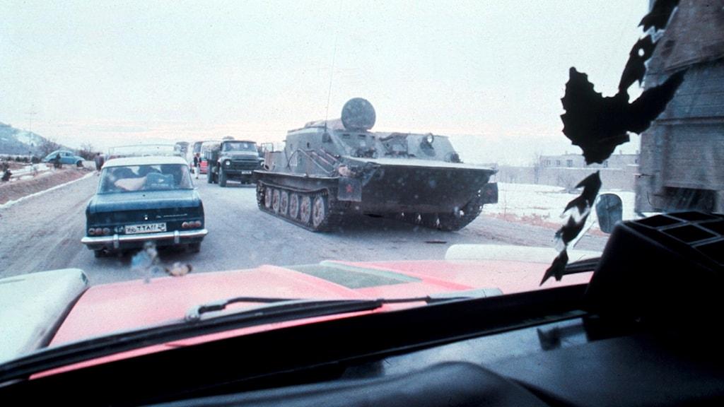 Sovjets ockupation av Afghanistan. På bilden ser vi sovjetisk pansarfordon på väg in till Kabul.