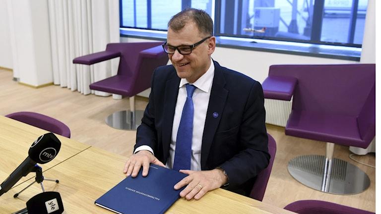 Juha Sipilä behåller sin regering i Finland