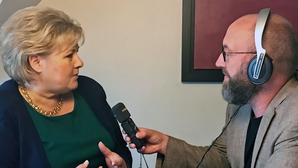 Norges statsminister Erna Solberg intervjuas av Ekots Jens Möller.