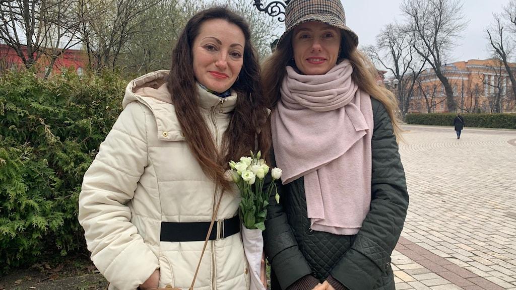 Två kvinnor i Kiev.