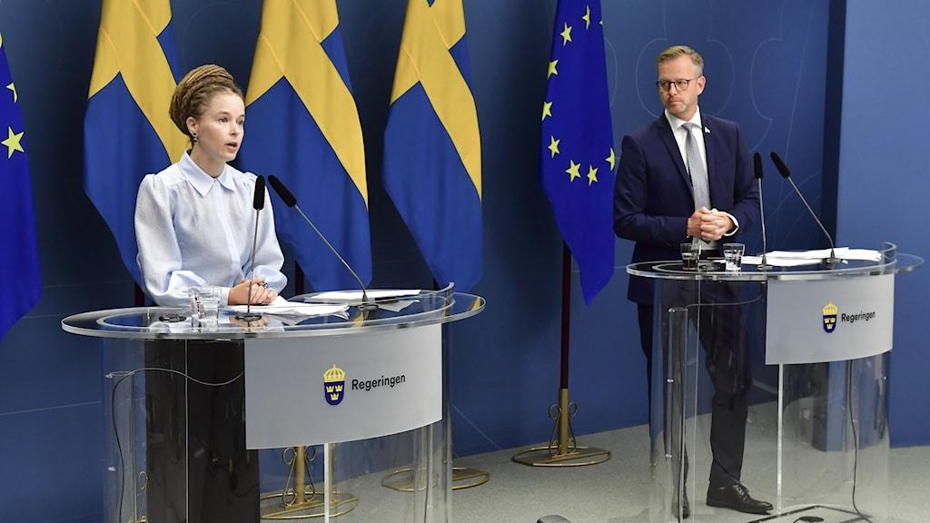 Inrikesminister Mikael Damberg (S) och Amanda Lind (MP), kultur- och demokratiminister