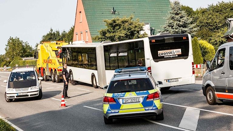 En man gick till attack med kniv på en buss i närheten av tyska staden Lübeck på fredagen.