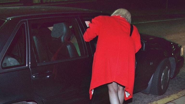 En prostituerad kvinna på Malmskillnadsgatan. Foto: Claudio Bresciani/TT.