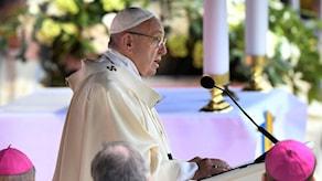 Påve Franciskus inleder den katolska mässan ska hållas under förmiddagen på Swedbank arena i Malmö.
