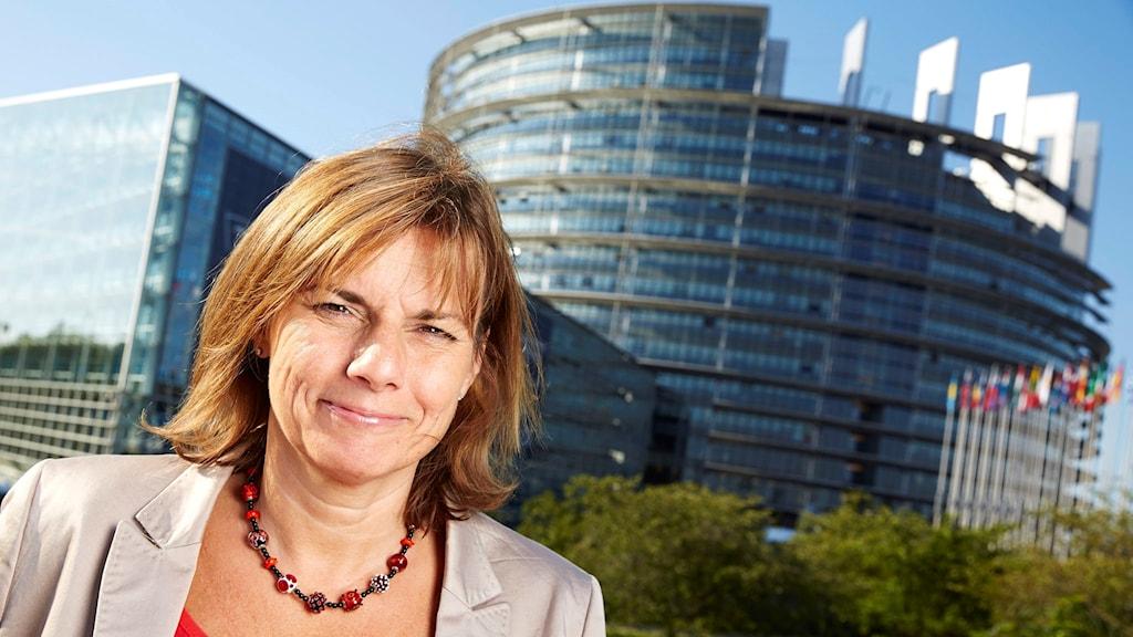 Isabella Lövin (MP) utanför EU-parlamentet i Strasbourg.