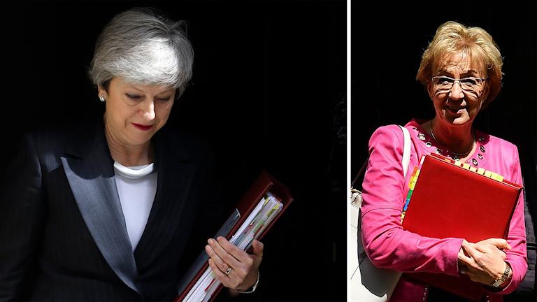 Delad bild: Premiärminister som tittar ned, glad kvinna med röd pärm.