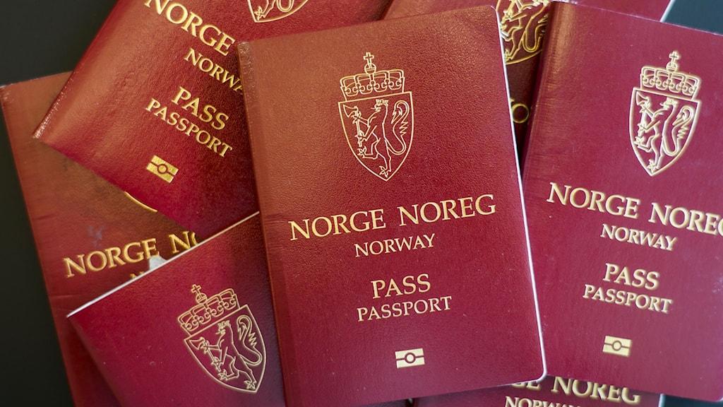 Hög med norska pass sedda uppifrån.
