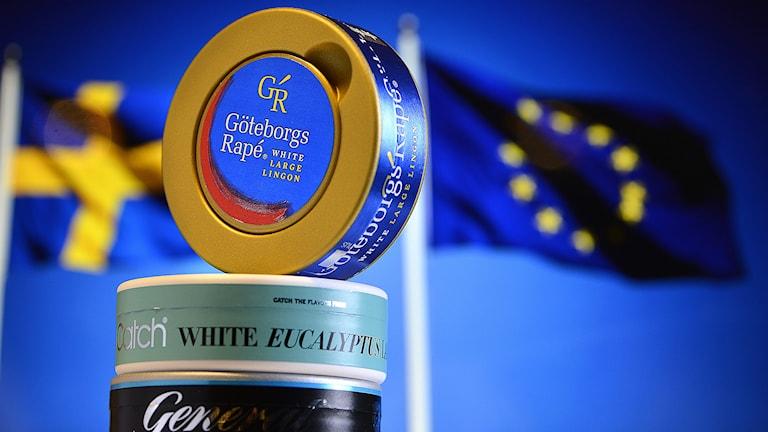 EU-kommissionen kräver att snus som innehåller smaktillsatser och som minskar tobakssmaken ska förbjudas. Det föreslår EU:s hälsokommissionär Toino Borg som på onsdagen lade fram det nya tobaksdirektivet i Bryssel. Foto: Anders Wiklund/TT.