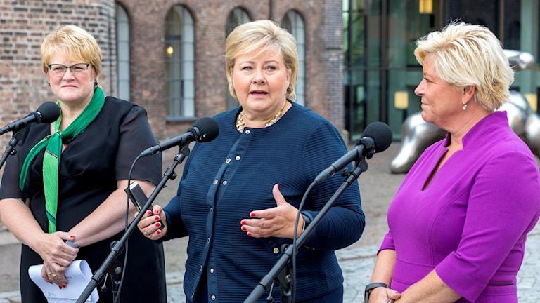 Norges statsminister Erna Solberg, finansminister Siv Jensen och kulturminister Trine Skei Grande presenterar statsbudget