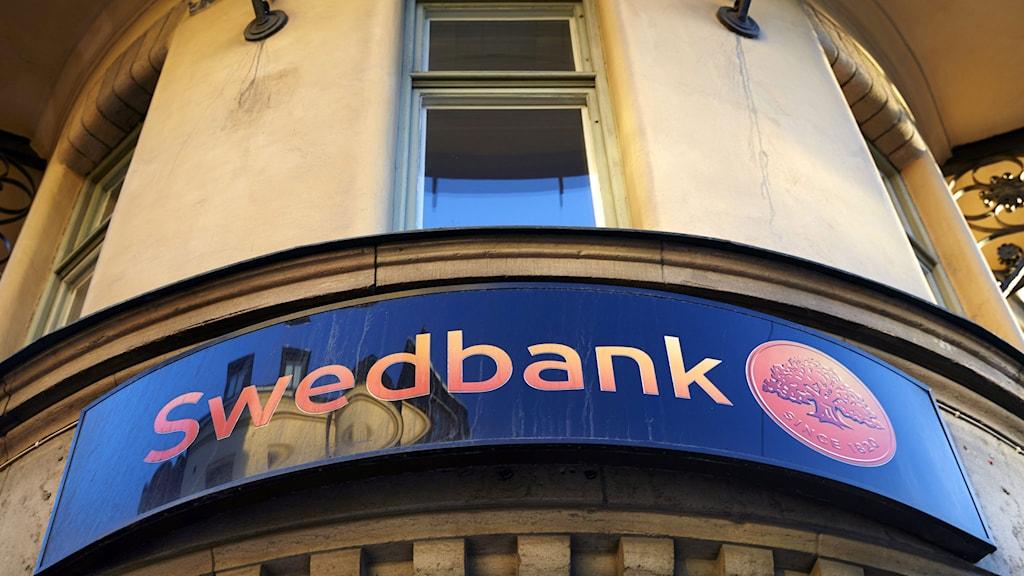 Swedbanks logga på en fasad på Hantverkargatan Foto: Fredrik Persson /TT.