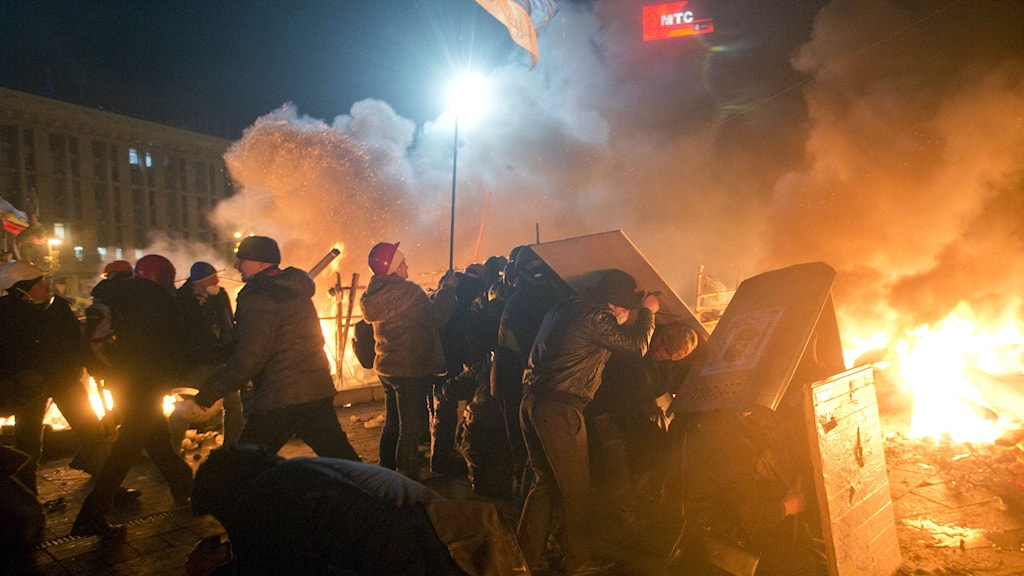 Demonstranter på Majdantorget i Kiev under tisdagskvällen. Foto: Efrem Lukatsky/AP/TT