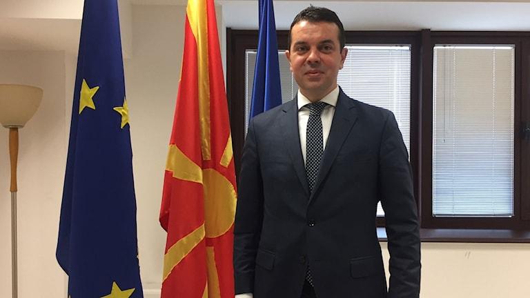 Nikola Poposki, utrikesminister i den tidigare regeringen anser att albanernas krav hotar landets enighet