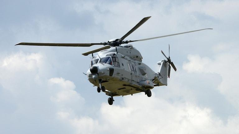 Helikopter 14 i luften.