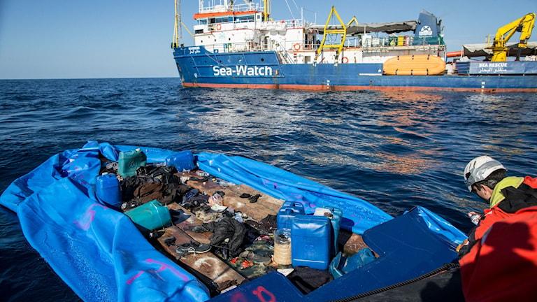Räddningsfartyget Sea Watch, har plockat upp nya migranter och flyktingar.