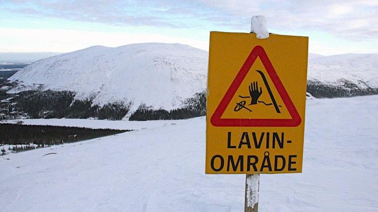 Skylt med varning för laviner. Foto: Mats Lennartson / TT