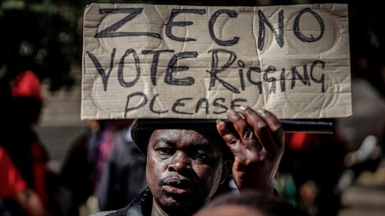 Demonstranter kräver fria val i Zimbabwe