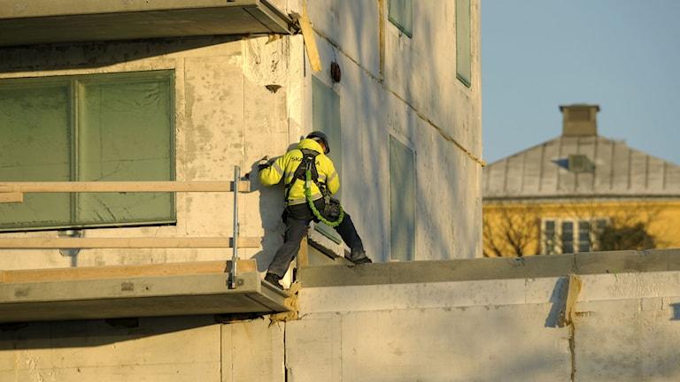 sx462446 En byggnadsarbetare på ett bygge vid Thorildsplan Foto: Leif R Jansson / TT