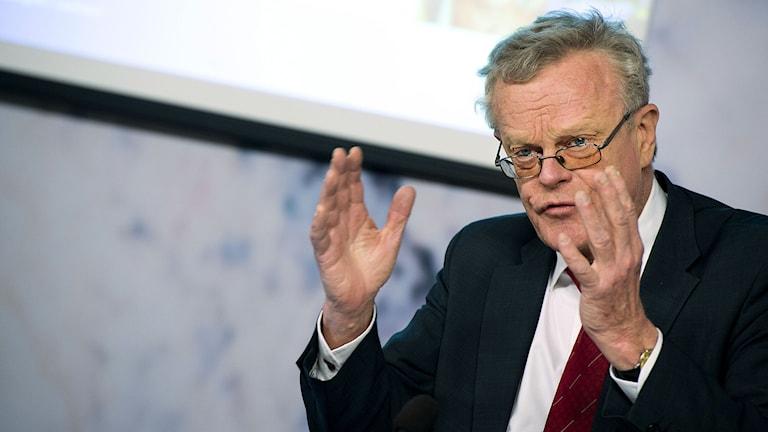 Utredaren Björn Eriksson vid överlämnande av sitt slutbetänkande. Foto: Pontus Lundahl/TT.