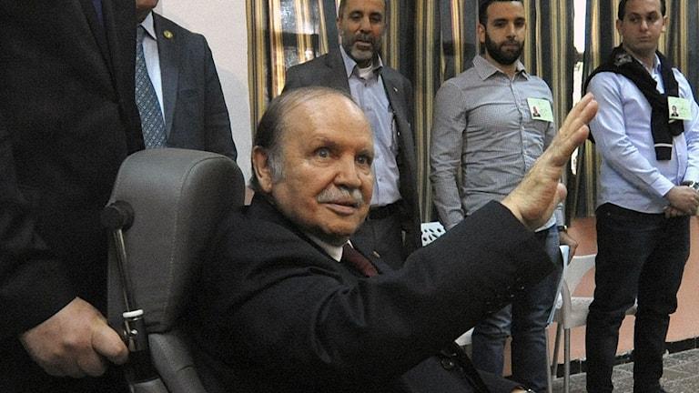 President Abdelaziz Bouteflika har valts om för fjärde gången. Foto: Sidali Djarboub/AP/TT.