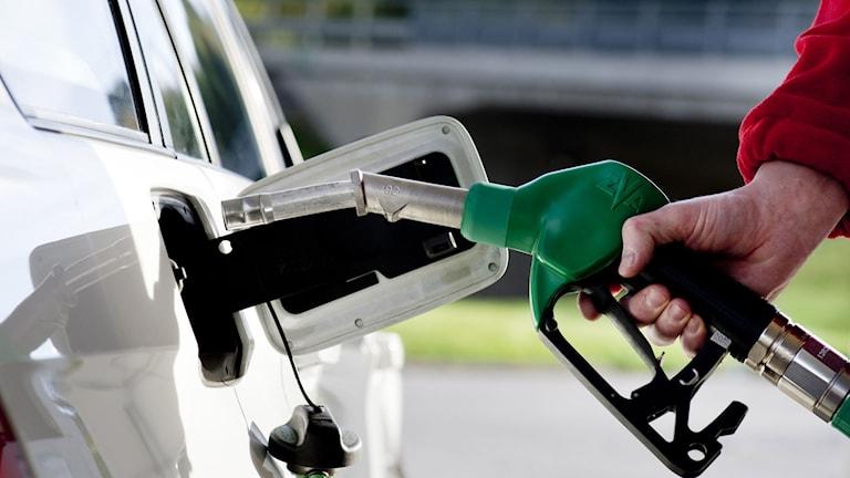 Bil tankas med bensin. Foto: Pontus Lundahl/TT