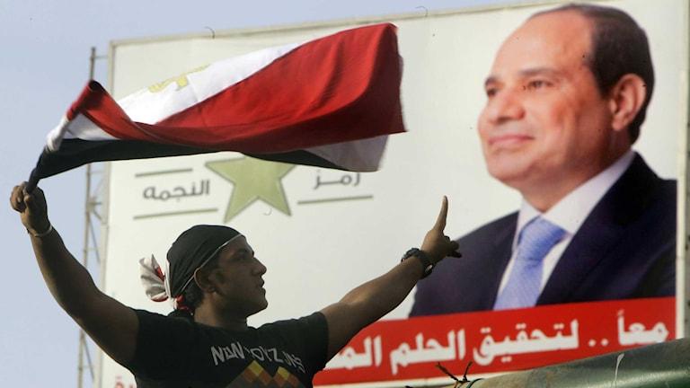 Den förre arméchefen al-Sisis anhängare firade på Tahrirtorget i Kairo i natt.