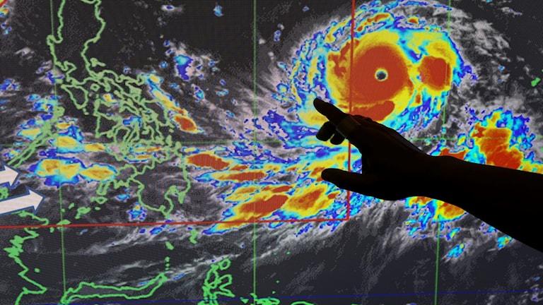 Jättetyfon närmar sig Filippinerna