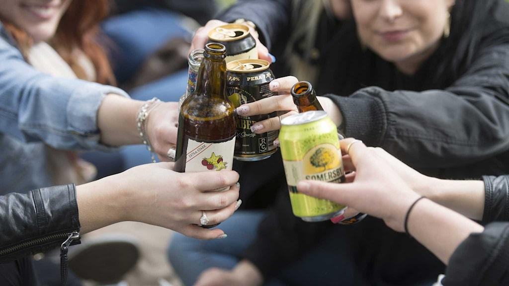Alkoholkonsumtionen bland unga fortsätter att sjunka.