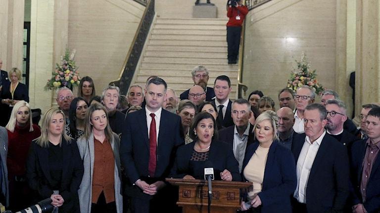 Ledaren för det irländska nationalistpartiet Sinn Fein Mary-Lou Macdonald sa ikväll på en presskonferens i Belfast att hennes parti nu är berett att gå in i den nordirländska regeringen igen.