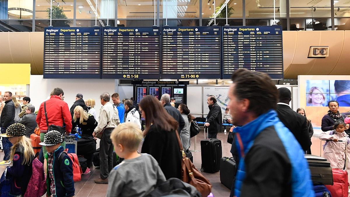 Passagerare på Arlanda flygplats.