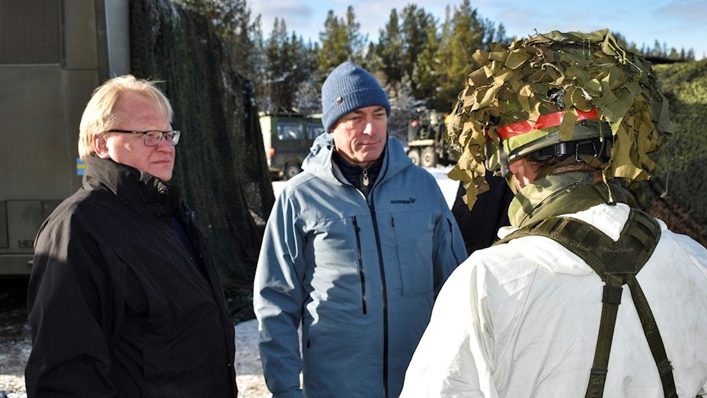 Norges försvarsminister Frank Bakke-Jensen och Sveriges försvarsminister Peter Hultqvist.