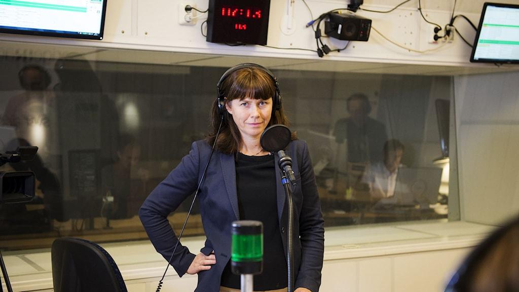 Miljöpartiets Åsa Romson frågas ut i P1. Foto: Alexander Donka/Sveriges Radio.
