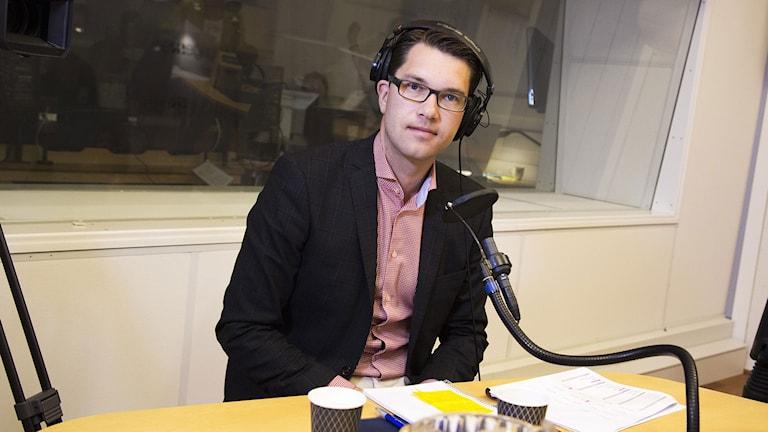 Jimmie Åkesson  i studion. Foto: Mattias Ahlm/SR