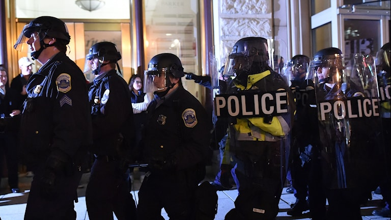Hundratusentals människor, kanske så många som en miljon, är på ingång till den amerikanska huvudstaden.