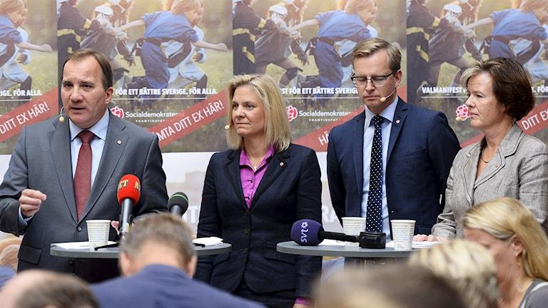 Socialdemokraterna Stefan Löfven, Magdalena Andersson, Mikael Damberg och Carin Jämtin. Foto: Fanni Olin Dahl/TT.