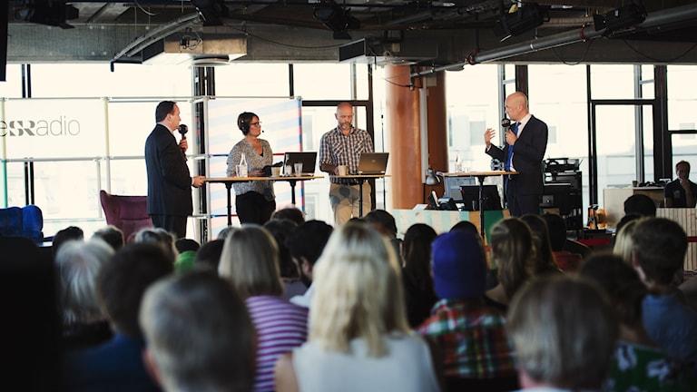 Stefan Löfven, Monica Saarinen, Lasse Johansson och Fredrik Reinfeldt på Sveriges Radios scen. Foto: Alexander Donka/Sveriges Radio.