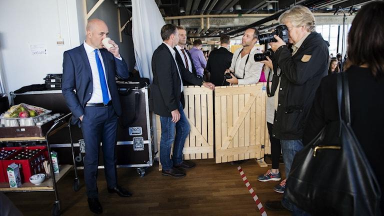 Fredrik Reinfeldt, left. Photo: Alexander Donka/Sveriges Radio.