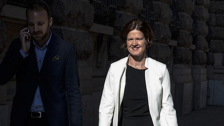 Moderaternas gruppledare i riksdagen Anna Kinberg Batra ( M) på väg till ett möte hos talmannen i riksdagshuset på torsdagen. Foto: Bertil Ericson / TT