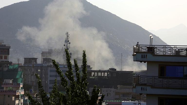 Arkivbild. Rök i Kabul efter en attack av talibanerna.