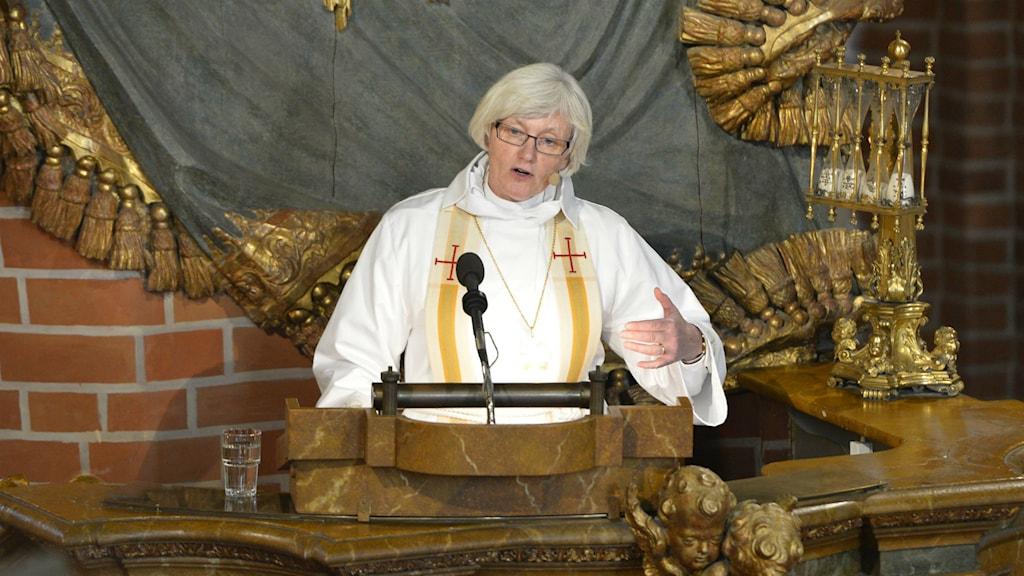 Ärkebiskop Antje Jackelén predikar vid tisdagens gudstjänst i Storkyrkan inför Riksmötets öppnande. Foto: Henrik Montgomery/TT