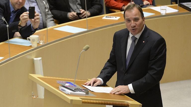Stefan Löfven i sin första partiledardebatt i riksdagen. Foto: Jessica Gow/TT.