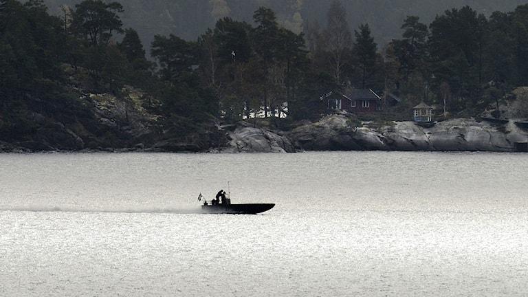 En militär specialenhet söker av öar och vatten. Gålö och Ornö i Stockholms södra skärgård. Foto: Pontus Lundahl/TT.