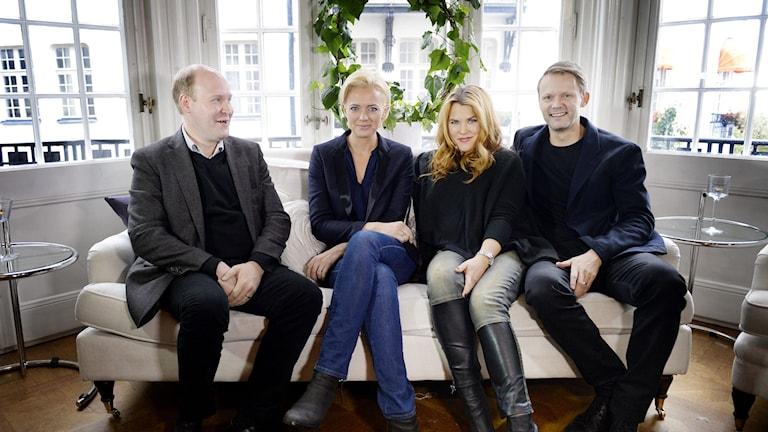 Henrik Dorsin (Ove), Josephine Bornebusch (Mickan), Mia Skäringer (Anna) och Felix Herngren (Alex) medverkar i fjärde säsongen av 'Solsidan' Foto: Jessica Gow/TT.