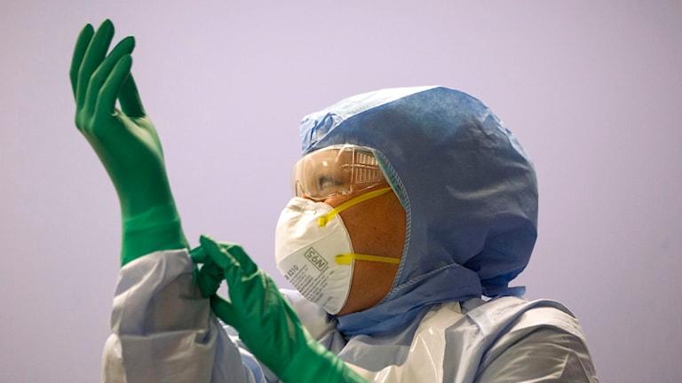 Sjukvårdspersonal testar ebola-utrustning vid Toronto Western Hospital i Kanada. Foto: TT