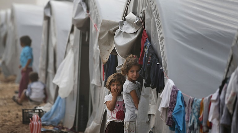 Syrisk-kurdiska flyktingar har lämnat Kobabe. Foto: Lefteris Pitarakis/TT.