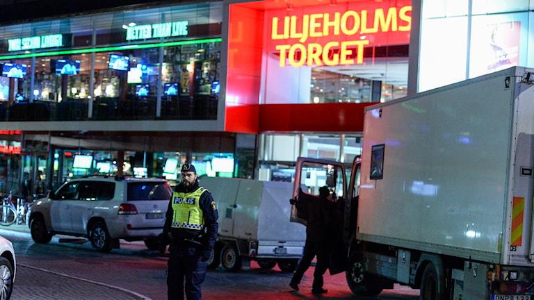 The Liljeholmen shopping centre was evacuated. Photo: TT
