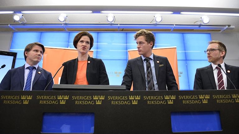 Erik Ullenhag (FP), Anna Kinberg Batra (M), Emil Källström (C) och Jakob Forssmed (KD). Foto: Henrik Montgomery/TT.